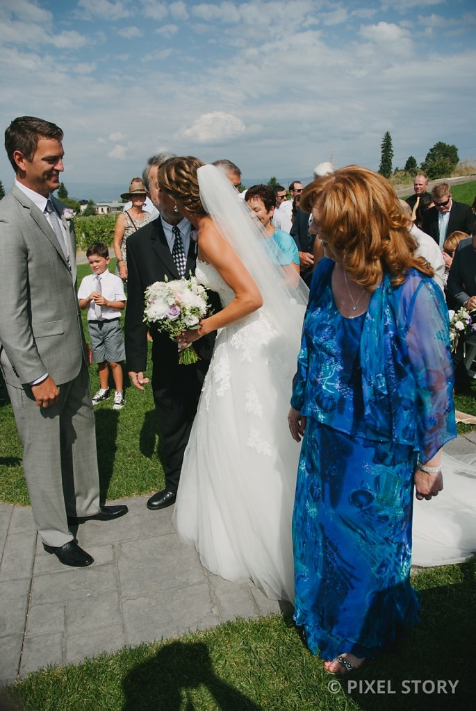 Kelowna Wedding Photographers Summerhill 130824 0402